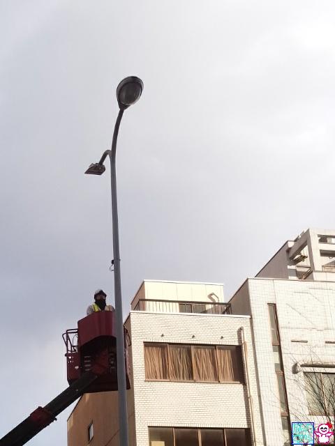 街路灯をLED化中(烏丸通)