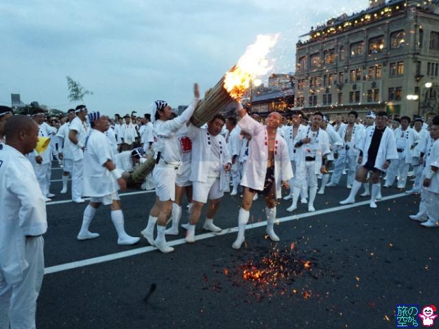 きょうの祇園祭(先祭山鉾建て初日、お迎え提灯、神輿洗い)