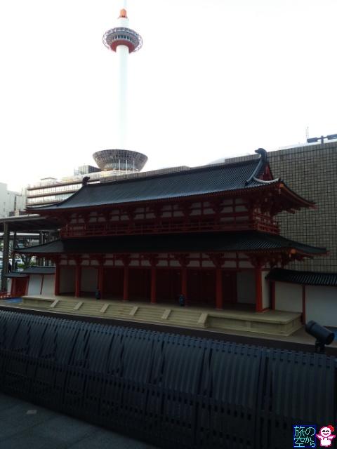 羅城門登場(京都駅前)